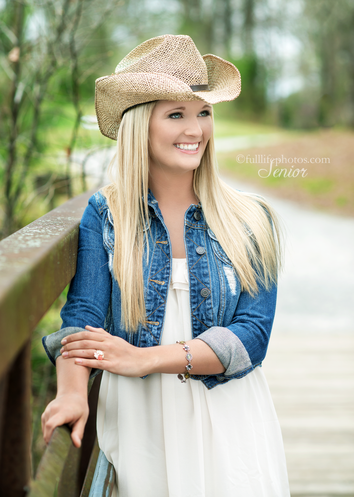 senior girl with cowboy hat